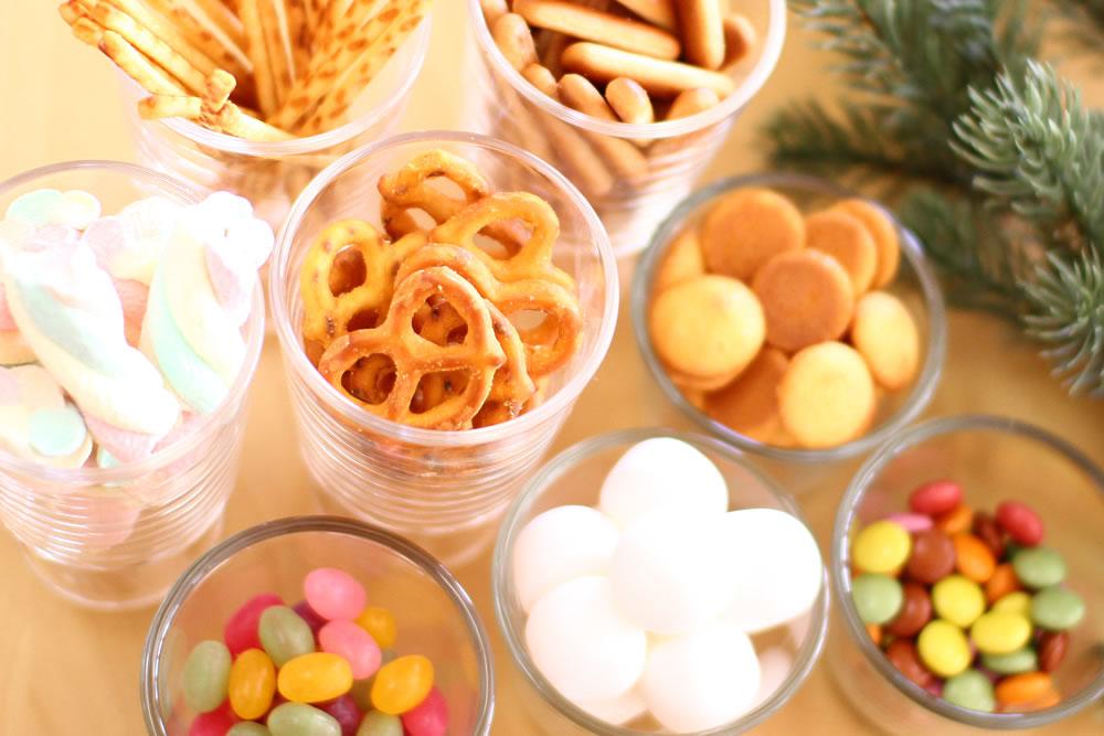 デコレーション用のお菓子は種類豊富に揃えています。