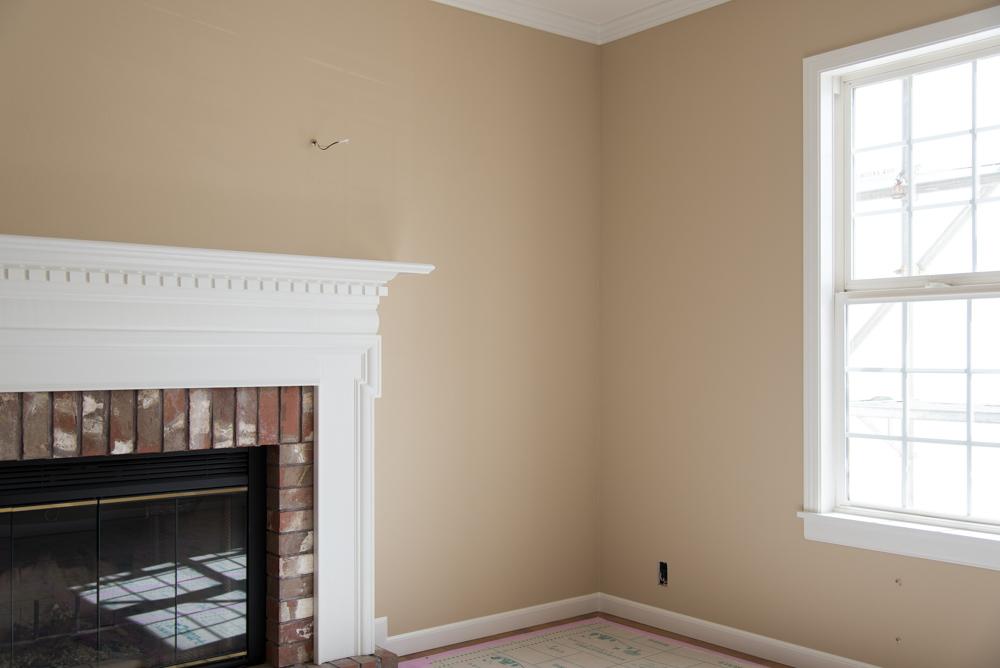 北米輸入住宅そうさ展示場の室内壁を塗装!自然素材ウッドチップ壁紙をVOCゼロの塗料で塗りました。