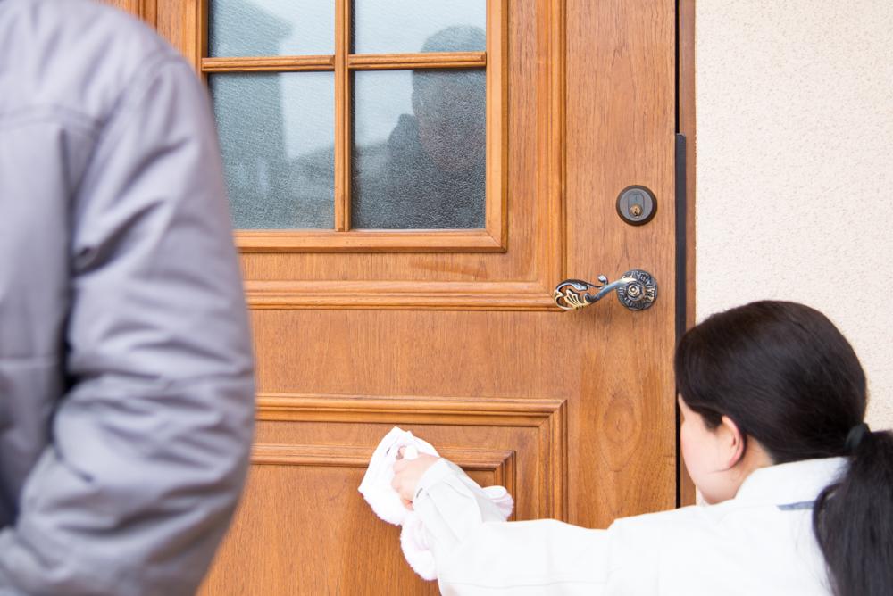 木製断熱玄関ドアのお手入れレクチャー