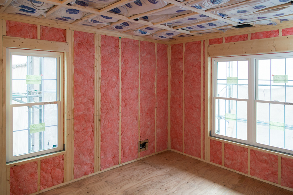 2x6(ツーバイシックス)壁に断熱材をたっぷりと充填