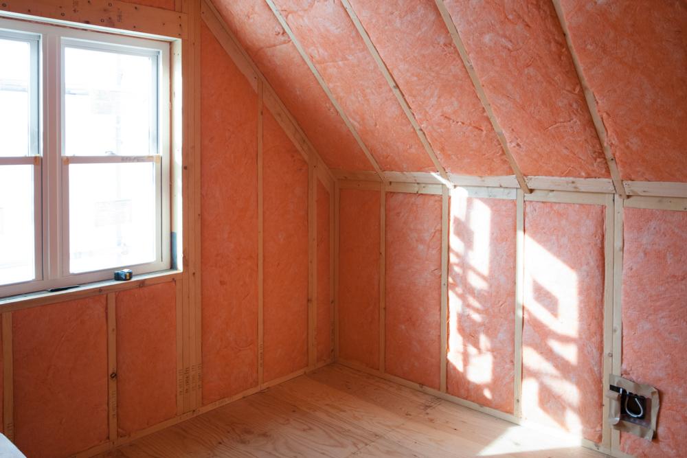 大屋根デザインの注文輸入住宅、断熱工事!