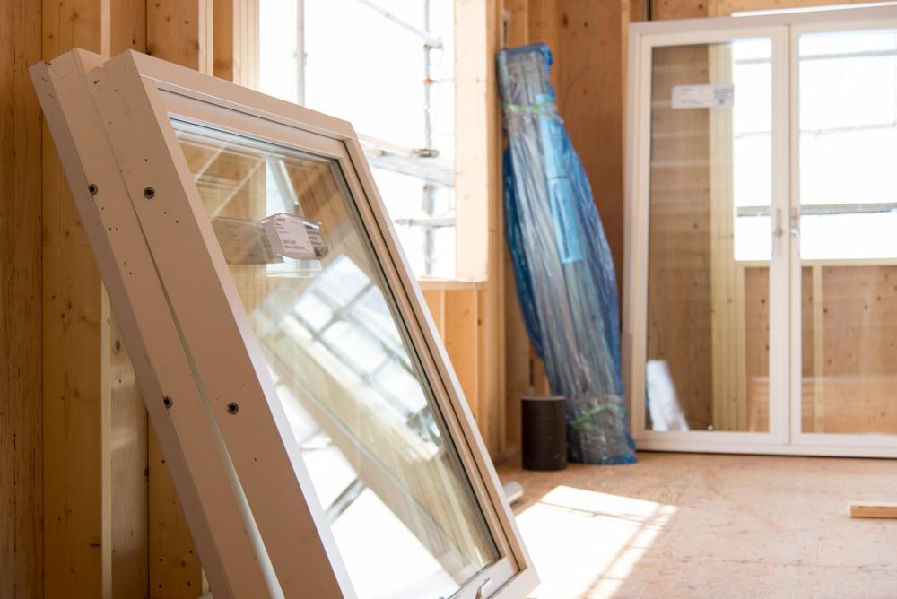 スウェーデン製、木製三層ガラス窓が届きました!