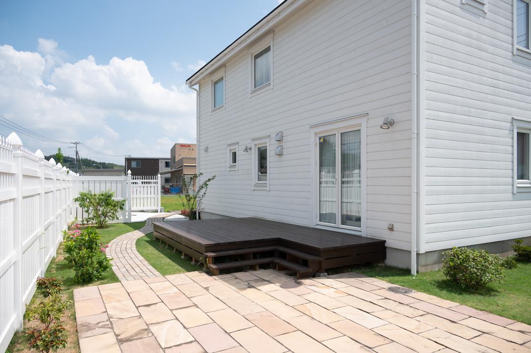 北欧住宅「スウェーデンの家」のアウトドアリビング&プライベートガーデン