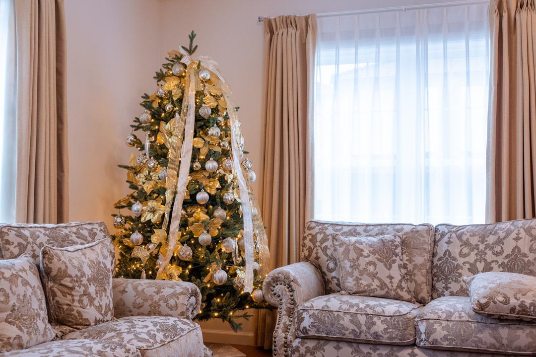 ゴールド系で統一したクリスマスデコレーション